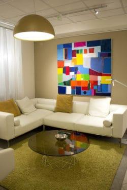 Ausstellung Malerei Sofa Wandbilder